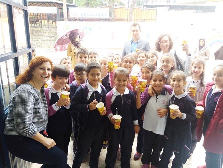 Beykoz Halide Edip İlkokulu'nda aşure şenliği
