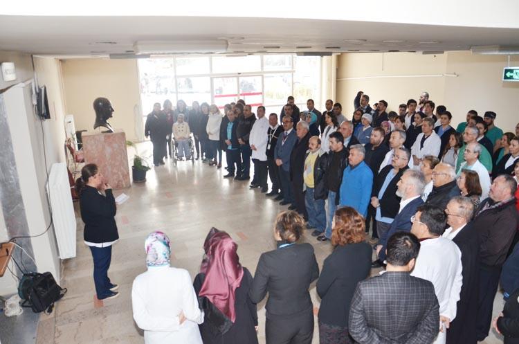 Beykoz Devlet Hastanesi'nde şehitlere saygı duruşu