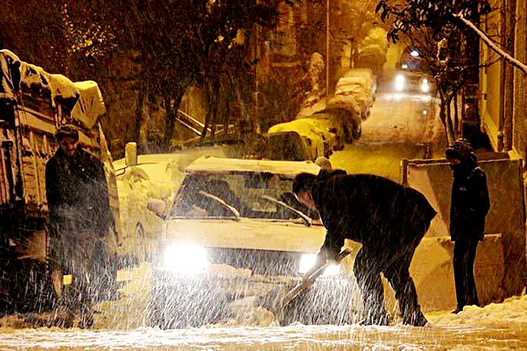 Beykoz'da kar kalınlığı 40 santimetreyi geçti