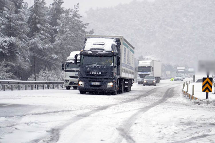 Beykoz'da araçlar mahsur kaldı