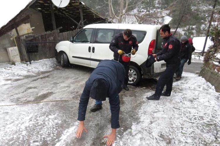 Beykoz'da buzlu yollar zor anlar yaşattı