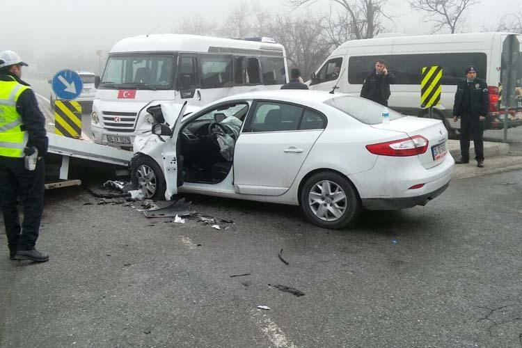 Beykoz'da servis minibüsü kaza yaptı