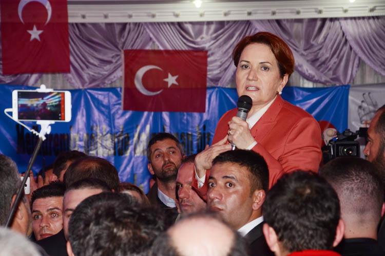 Meral Akşener, Beykoz'da salon mitingi yaptı