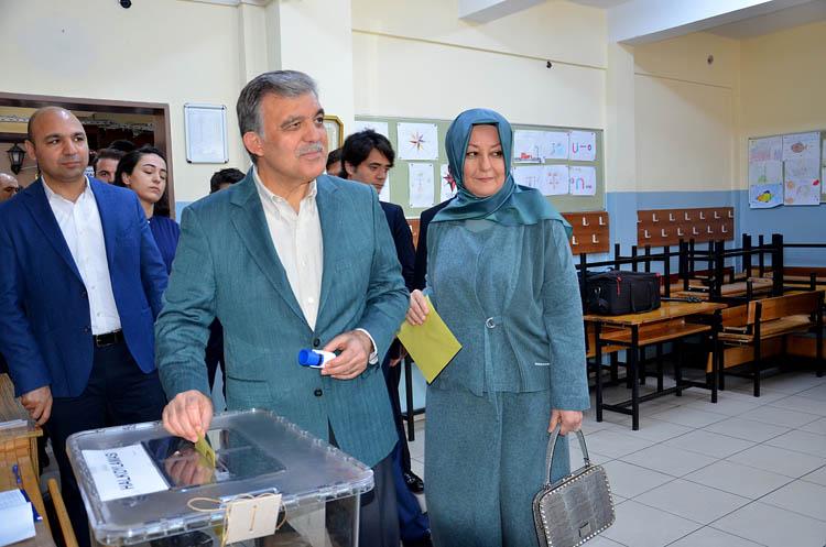 Beykoz'da Abdullah Gül'ün oy kullandığı sandıktan 'evet' çıktı
