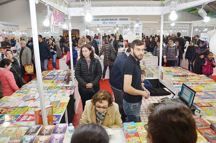 Tartışmalı kitaplar Beykoz'daki Fuardan kaldırıldı