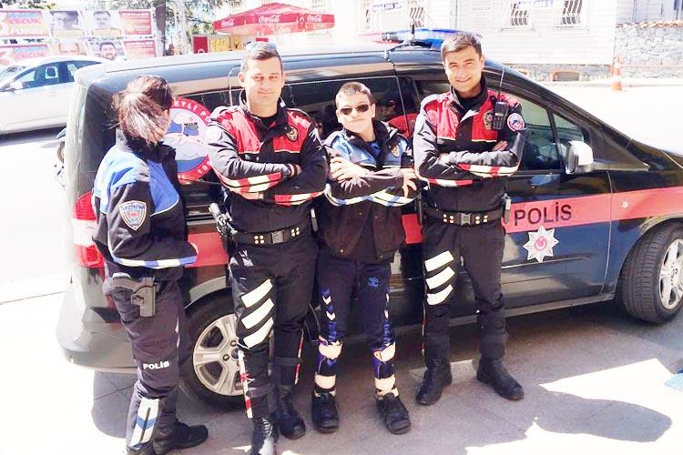 Beykoz'da Gökkuşağı çocukları polis oldu