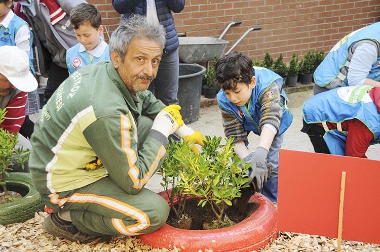 Beykoz'da yeşil okullar atıklarla yem yeşil oluyor