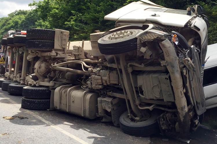 Beykoz Cumhuriyetköy'de feci kaza 1 ölü, 9 yaralı