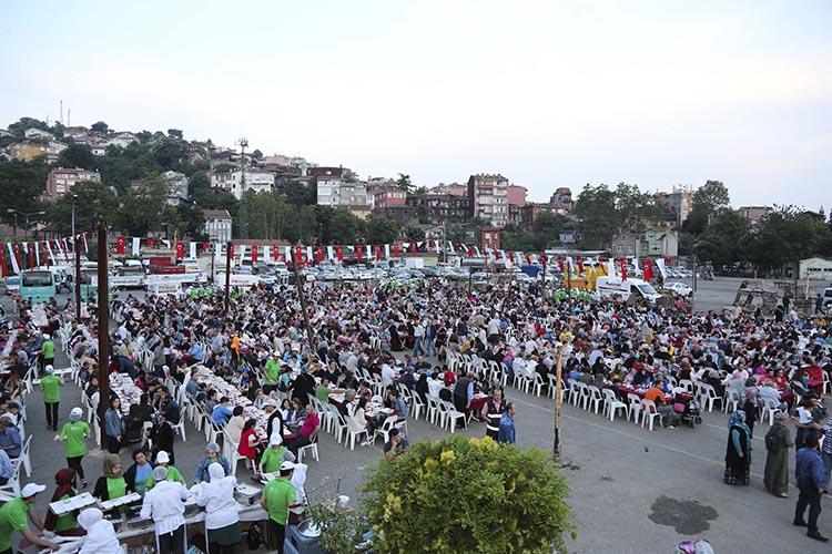 Beykoz'da iftar sofraları laftan öteye geçti…