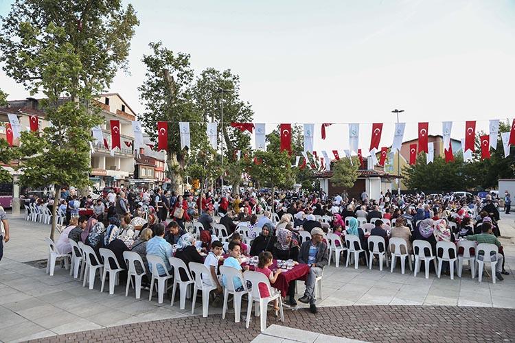 Ortaçeşme Meydanı'nda İftar sofrası kuruldu