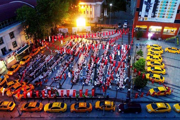 İstanbul taksi şoförleri Beykoz'da iftar yaptı