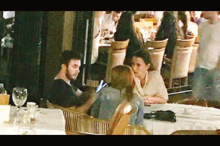 Beykoz Kanlıca'da otelde kalıyorlar