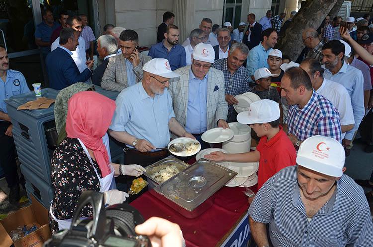 Beykoz'da bayram Şehitler Meydanı'nda kutlandı