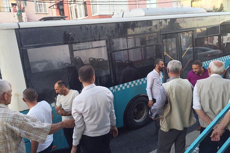 Halk otobüsünün motoru Yenimahalle'de alev aldı