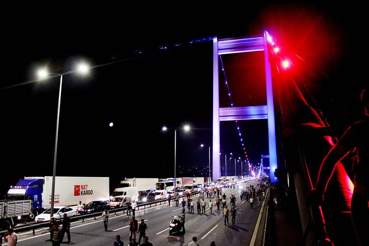 Beykoz'da köprü kapatanlar hesap veriyor