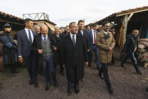 Bekir Bozdağ Riva'daki dizi setini ziyaret etti
