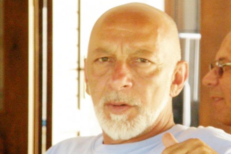 Beykoz'daki lüks villasında silahla intihar etti