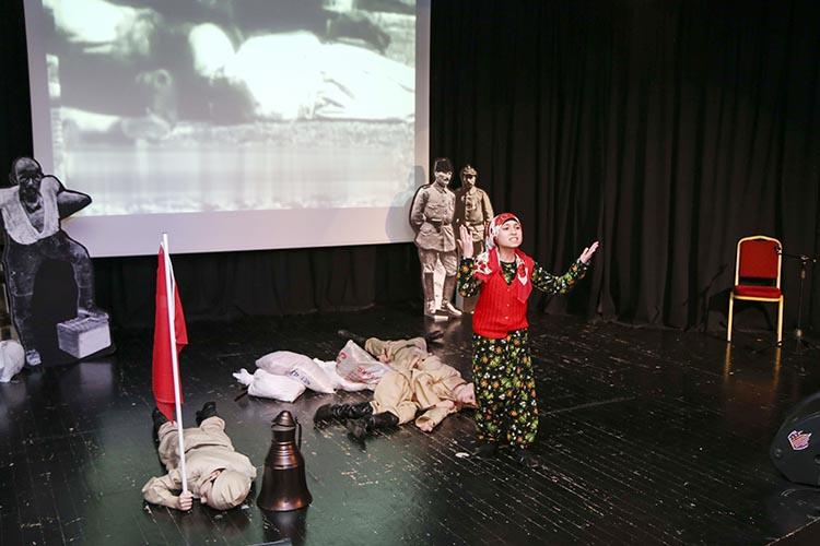 Beykoz'da öğrenciler Çanakkale Zaferi'ni sahneledi
