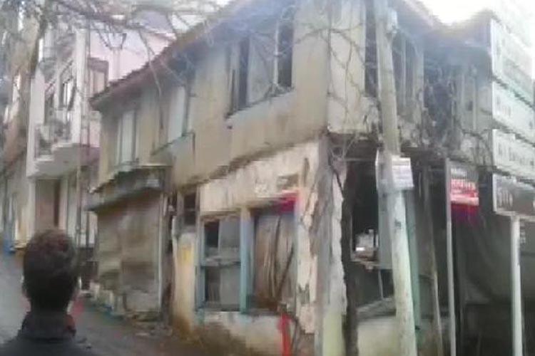 Beykoz'da 2 katlı metruk bina çöktü