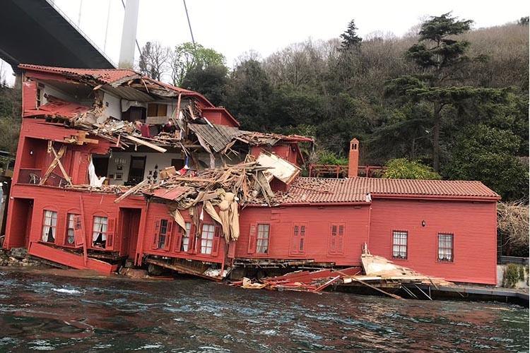 Beykoz'da geminin çarptığı yalıda incelemeler başladı