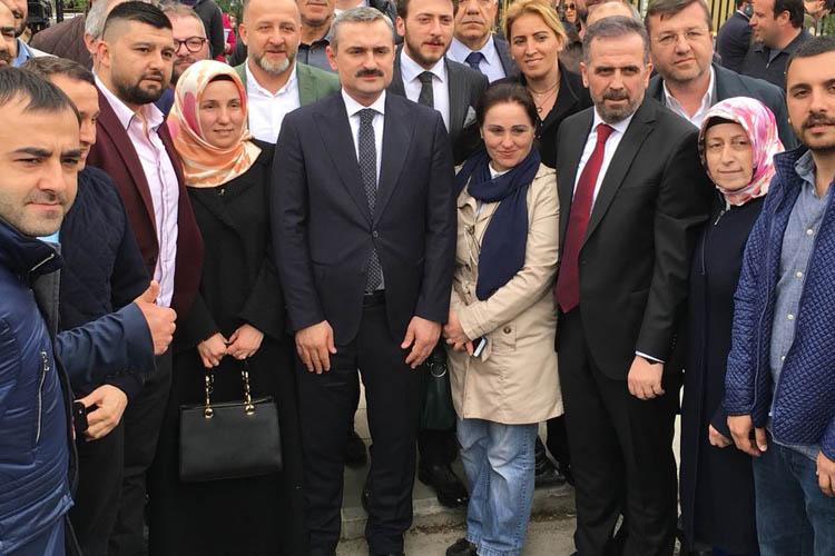 AK Parti mahkeme salonlarından çıkamıyor