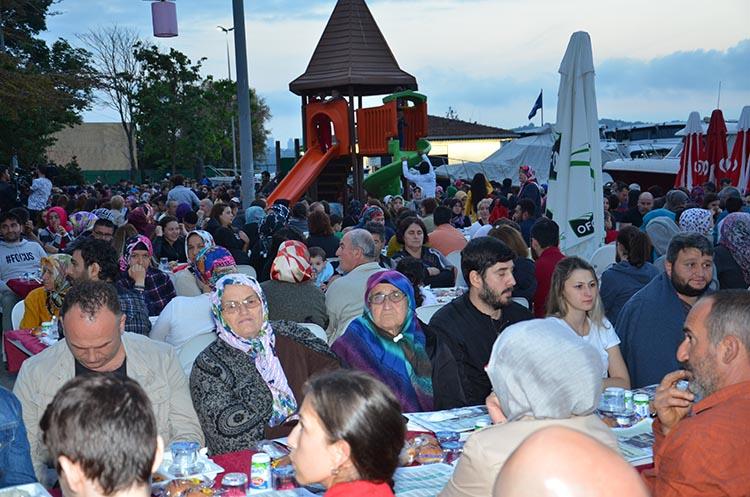 Beykoz Paşabahçe'de iftar sofraları doldu taştı