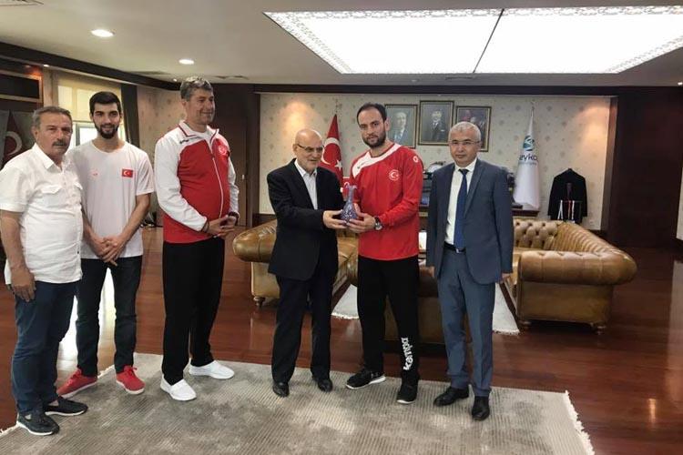 A Milli Hentbol Takımı'ndan Başkan'a ziyaret