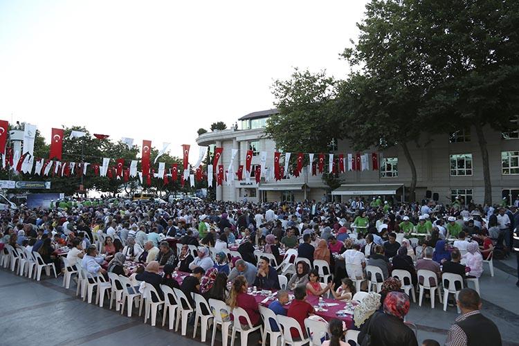 Beykoz Belediye Meydanı'nda son iftar buluşması