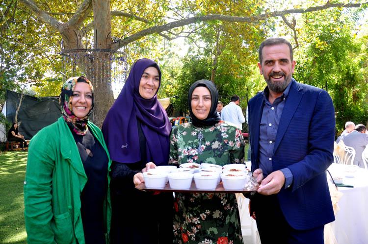 Beykoz'da AK Kadınlar aşure dağıttı