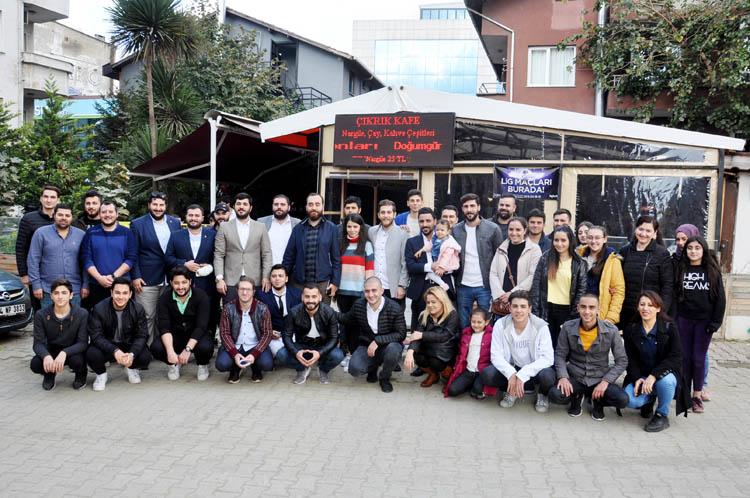 CHP Beykoz'da gençlerle kahvaltı yaptı