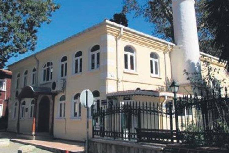 Beykoz'da tarihi çınar dikildi, cami ihale bekliyor