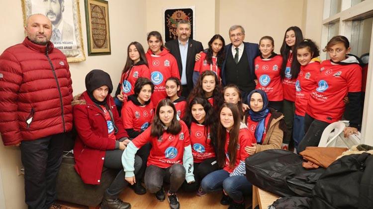 Murat Aydın Beykoz'da ülkücü gençlerle buluştu