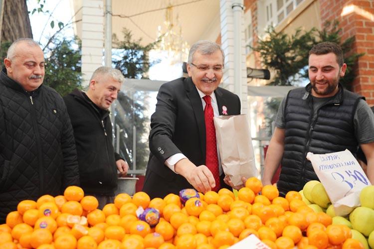 Murat Aydın Paşabahçe Pazarı'nda mandalına sattı