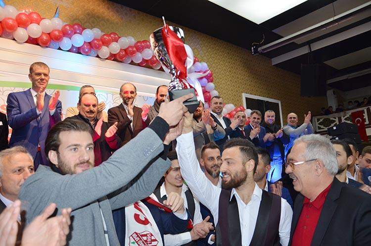 Çavuşbaşıspor şampiyonluğunu coşkuyla kutladı
