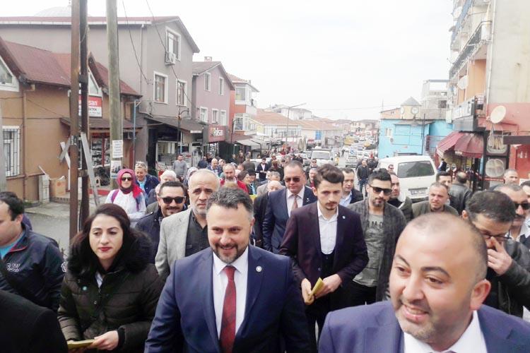 İYİ Partili Miniç Soğuksu'da nabız yokladı