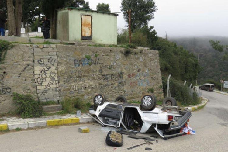 Kabristana dua için giden gençler ölümden döndü