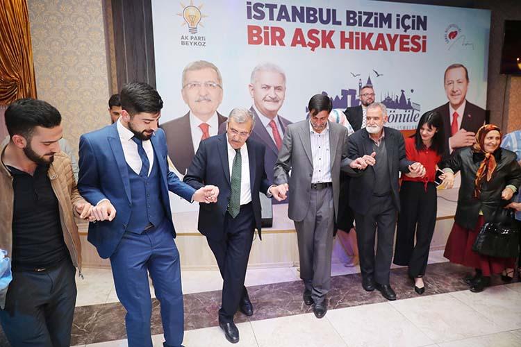 Murat Aydın Ardahanlılarla birlikte halay çekti