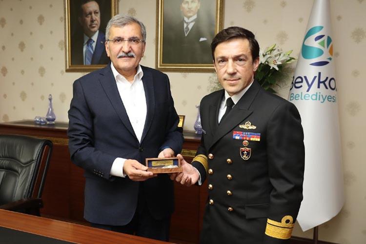 Beykoz Belediye Başkanı tebrikleri kabul ediyor