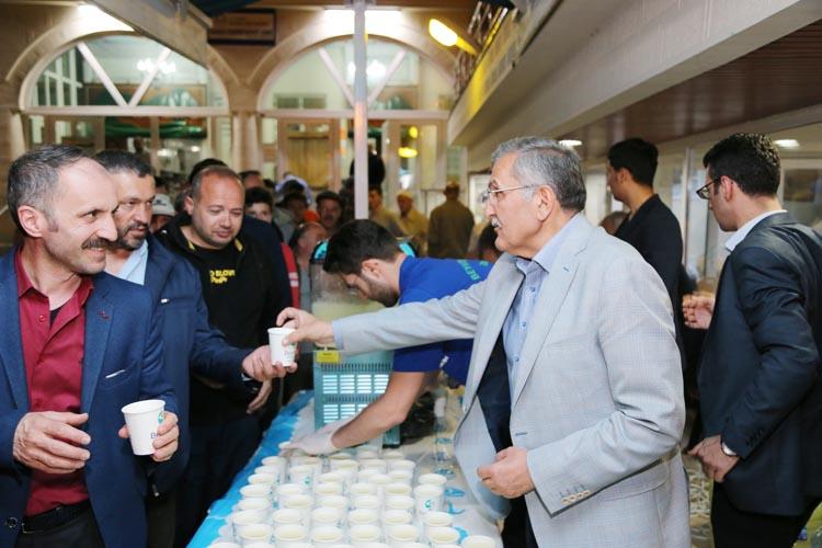 Beykoz'da Ramazan boyu 8 camide limonata ikramı