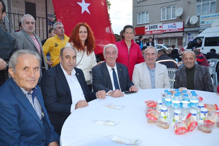 CHP Beykoz ilk iftar sofrasını Çiğdem'de kurdu