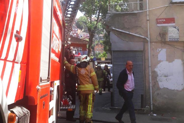 Beykoz Tokatköy'de 4 katlı binada yangın çıktı