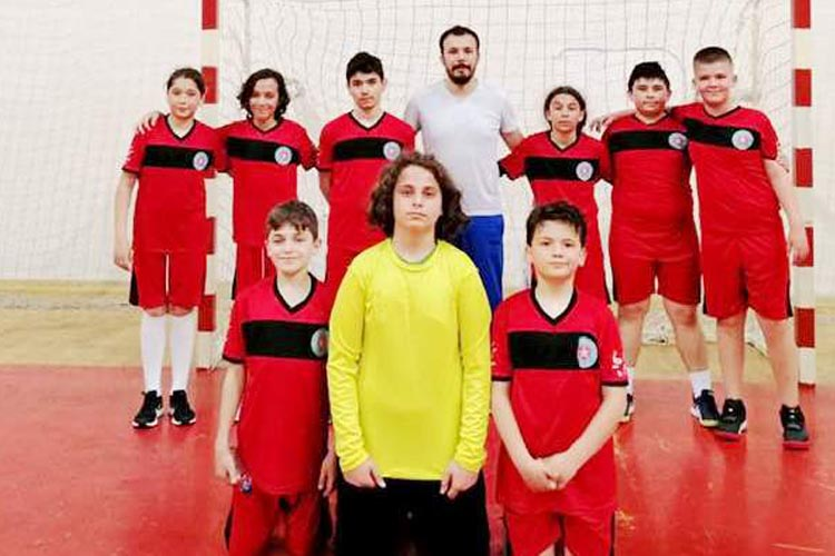 Kanlıcalı minik hentbolcular Beşiktaş'ı devirdi