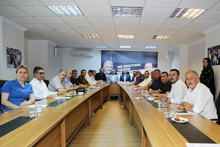 Şenocak'tan AK Parti Beykoz'a ansızın ziyaret
