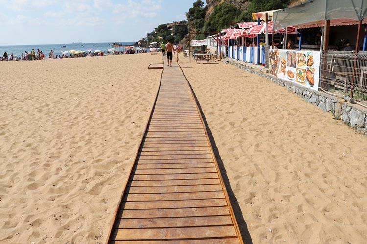 Beykoz Riva'da güneşe, denize ve kumsala engel yok