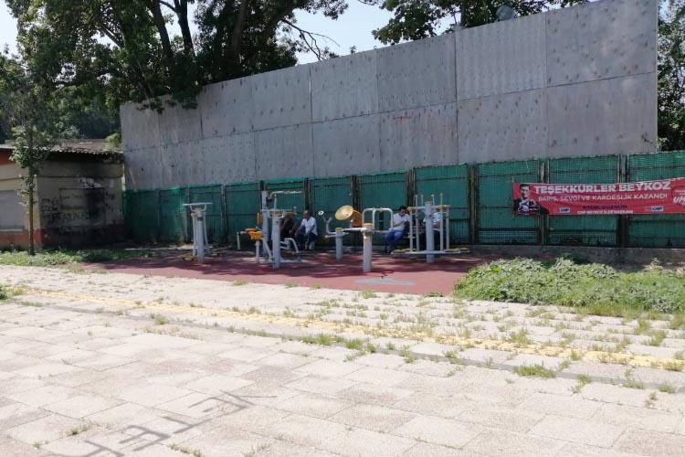 Beykoz'da çocuk parkı alkolizme hizmet ediyor