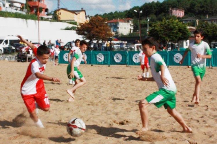 Beykoz Riva'da plaj futbolu şenliği