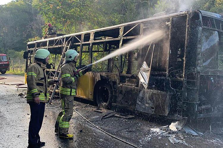 Beykoz Anadolukavağı'nda otobüs yangını