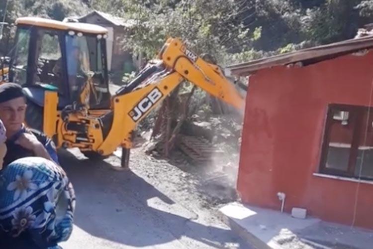 Beykoz Yenimahalle'de kaçak yapı yıkımı başladı