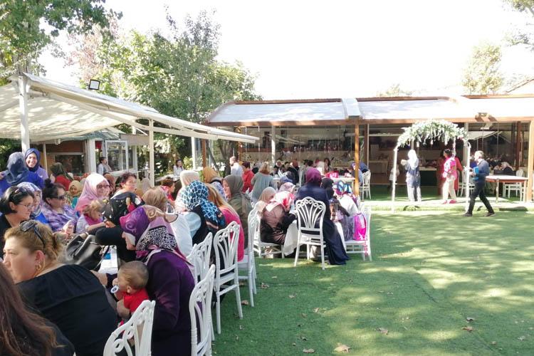 Beykozlu kadınlardan geleneksel Aşure ikramı