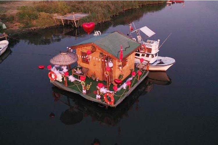 Beykoz Riva Deresi üzerinde yüzen ev yaptılar